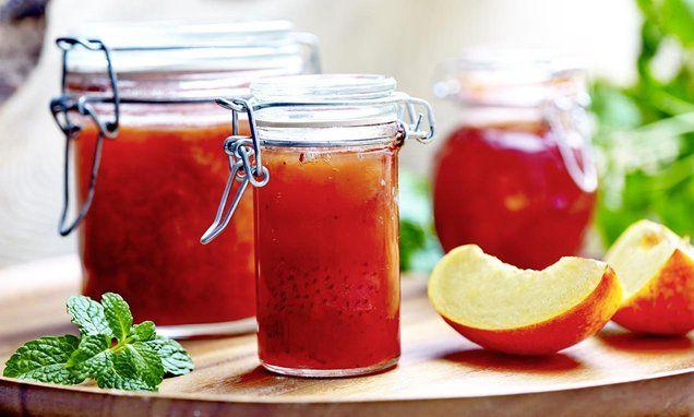 Dżem truskawkowy z nektarynką. Połączenie smaku truskawki i nektarynki. #recipe Dr. Oetker Polska