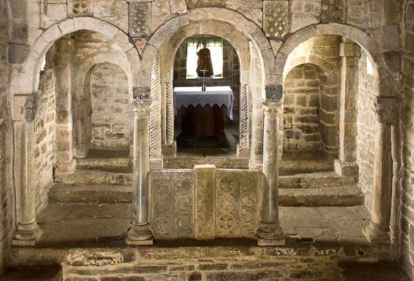 Santa Cristina de Lena. Iglesia del Prerrománico Asturiano de mediados del siglo IX.