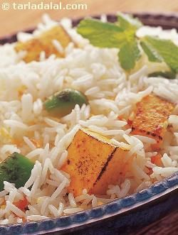 Long-grained basmati rice, pressure-cooked in tangy tomato-based gravy interspersed with spongy cottage cheese cubes, the paneer pulao is a toothsome treat that will delight your family and friends!