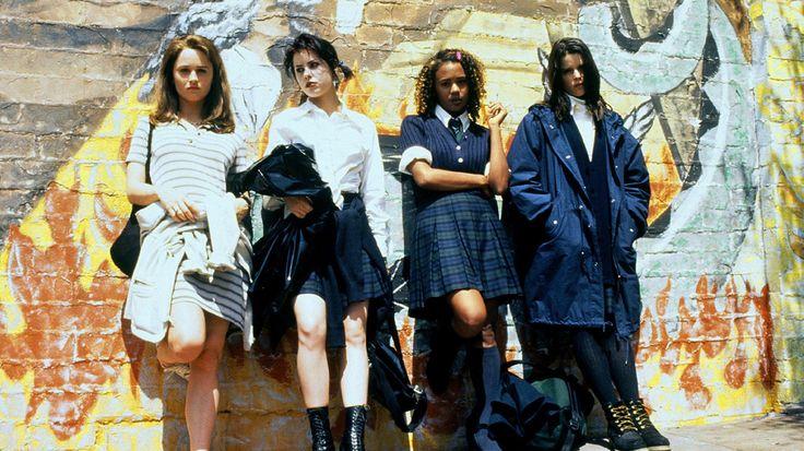 no hay nada malo en ser 'rarito': todo lo que nos ha enseñado 'jóvenes y brujas'
