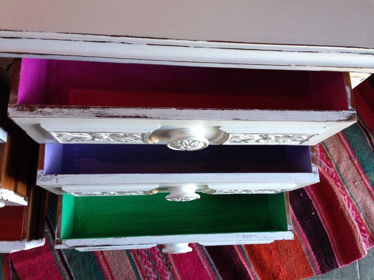 Comoda con cajones pintados muebles de color vintouch - Muebles de colores pintados ...
