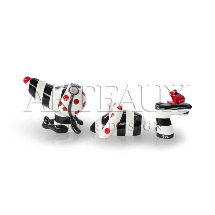 Niloc Pagen Swimming #hotdog Black white and red. Available in 2 sizes