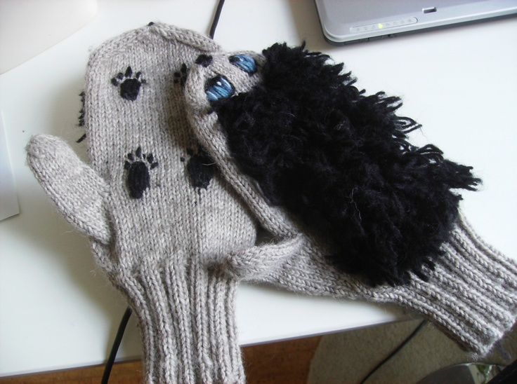 Heh, my first hedgehog wool mittens.  I hope next time these will look better :D