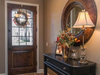 How To Decorate Foyer Or Entryway
