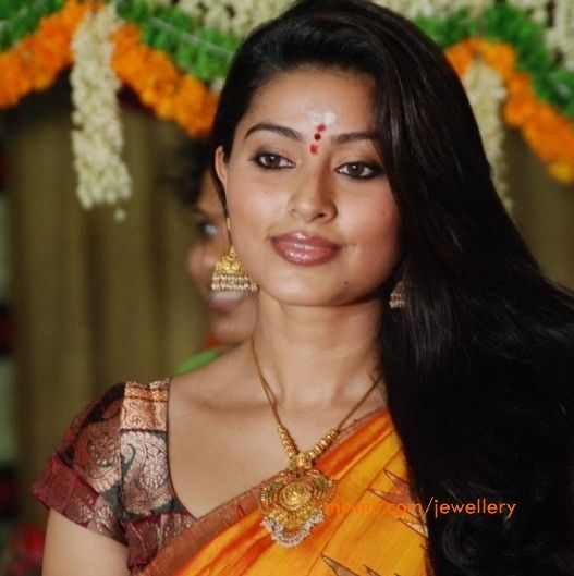 South Actress Sneha in Gold Necklace and Jhumkas More From Category:South Actress Sneha in heavy Gold JewelleryActress Sneha wearing Gold Necklace with Heavy JhumkasSneha wearing Heavy Gold ButtasSouth Actress Sneha in Simple Temple JewellerySouth Actress Sneha in Gold JewellerySneha wearing Single Layer Pearl NecklaceSneha wearing Traditional Gold NecklaceSouth Actress Sneha in Bridal Jewellery