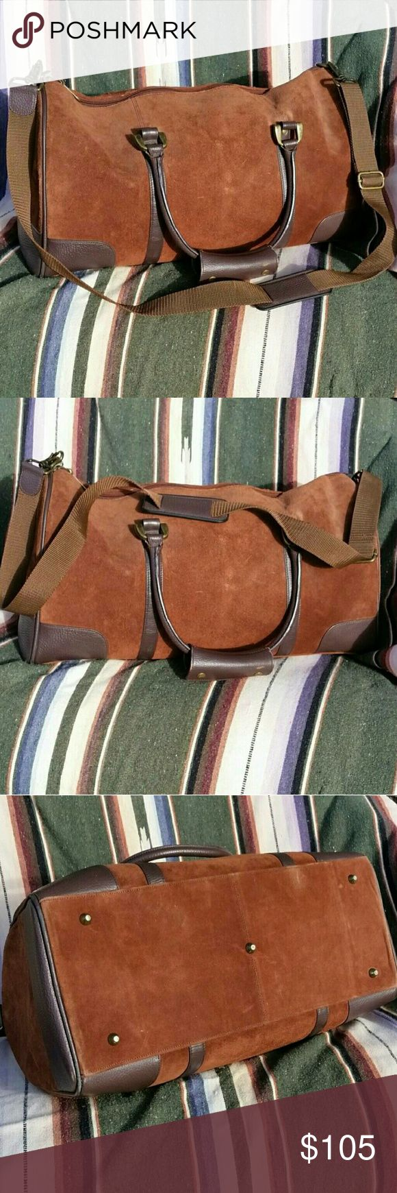 """Suede Leather Duffle Gym Bag Travel Bag Vintage Duffle Bag Brown Suede Leather Travel Bag Man Bag Sports Bag Overnight Leather High Desert Style Urban Mens Street Bag. Basic, easy stuff bag.  Padded interior with a nylon lining.  Clean, with no stains, holes or tears.    Measures 18"""" × 10"""" × 9"""" Good overall condition. Vintage Bags Duffel Bags"""