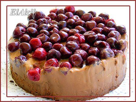 300 (200) гр хорошего горького шоколада   200 (145) гр холодного сливочного масла, нарезанного кубиками  8 (6) яиц, разделённых на белок и желток  100 (75) гр сахара  40 (30) гр сухарей,