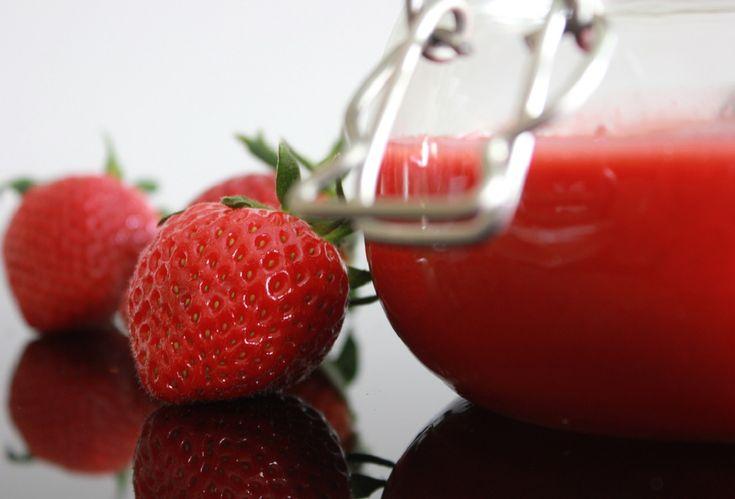 Jordbær Curd med lime er den tredje typen Curd jeg har lagd. Denne ble litt svakere på smak enn bringebær curden men fortsatt farlig god. Jordbær Curd med lime ble lagd til Pavlova med jordbær som jeg serverer til dessert i dag.2,5 dl jordbærCurd ble lagd av400 g frosne jordbærSaft ...
