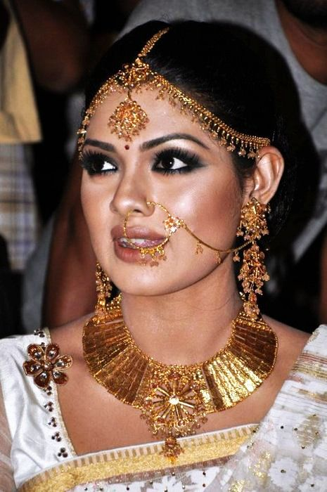 Bengali Bride, gold wedding jewelry