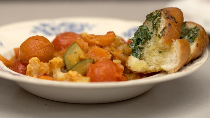 Veggie groentecassoulet met lookbroodjes | Dagelijkse kost