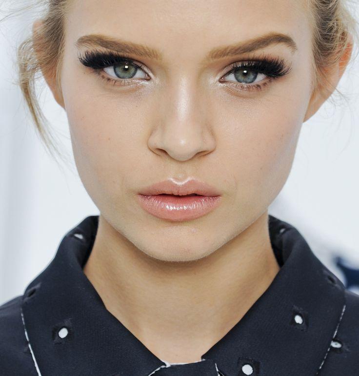 awesome Дневной макияж для голубых глаз (50 фото) — Тенденции, пошаговые инструкции Читай больше http://avrorra.com/dnevnoj-makiyazh-dlya-golubyx-glaz-foto-poshagovo/