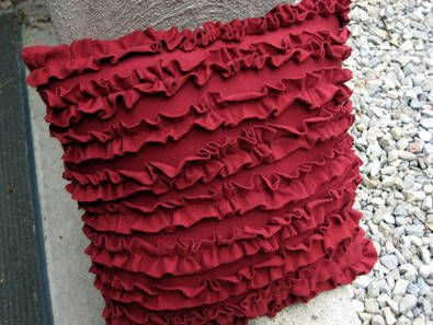 Ruffled pillow tutorial from an old t-shirt - easy!