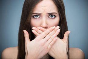 Dile adiós al sarro, gingivitis y mal aliento con este aceite comestible - Mejor con Salud | mejorconsalud.com
