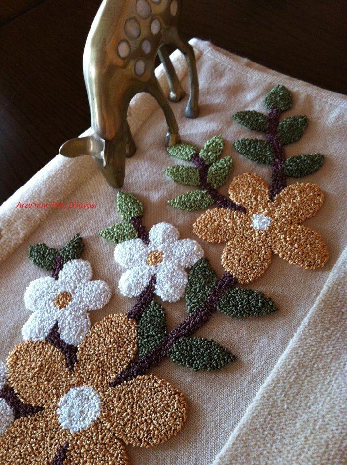 flores// Bordado ruso/ Maria L.Bertolino/ www.pinterest.com...