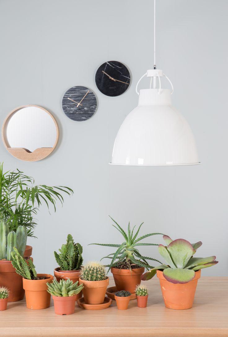 miroir et horloges en marbre de la marque hollandaise Zuiver à retrouver sur MonDesign.com #marble #clock #design #walldecor #mirrors #lampe #interiordesign