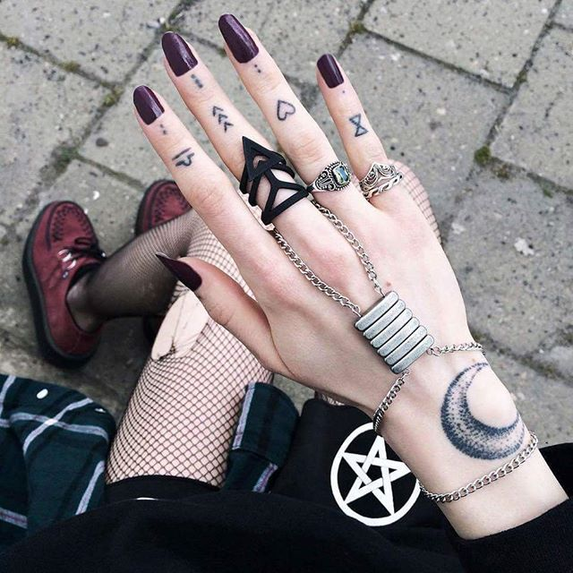 look at those #nails! They are gorgeous! They fit so well with the rest of the #outfit :cupid: #goth #grunge #alternativegirl