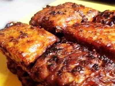 Tempe Bakar - Berikut ini ada cara membuat video resep tempe bakar penyet panggang kecap madu bumbu rica mentega bali kemangi pedas untuk diet sehat yang paling enak.