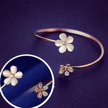 http://crazyberry.in/online-shopping/artificial-imitation-fashion-jewellery/twin-flower-crystal-gold-plated-cuff-bracelet