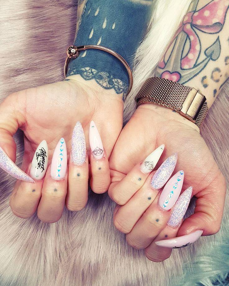 [WERBUNG] AURORA Nails  BY @kosmetikstudioweidner  GESUCHT WIRD DORT ÜBRIGENS EINE NAGELDESIGNERIN!  WEITERE INFOS AUF @kosmetikstudioweidner  Die Nagelfolien gibt es bei @hyvest.apparel unter www.hyvest.de/Nails Armband @juwelier_reich Uhr @daviddaper  #nails #unicornnails #fashion #style #glitter #holonails #beauty #beautiful #holo #pretty #girl #girls #stylish #sparkles #styles #gliter #nailart #einhorn #rhinestone #chomeglam #kosmetikstudioweidner #diamonds #stiletto #stilettonails…
