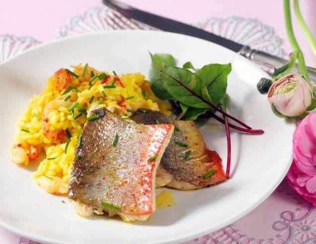 Jag är väldigt förtjust i risotto och denna med kräftstjärtar passar bra att servera till fisk.