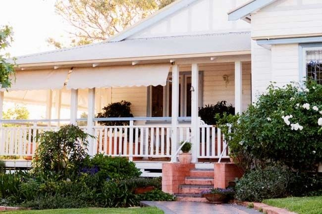 1930s weatherboard cottage - love those brick front steps.