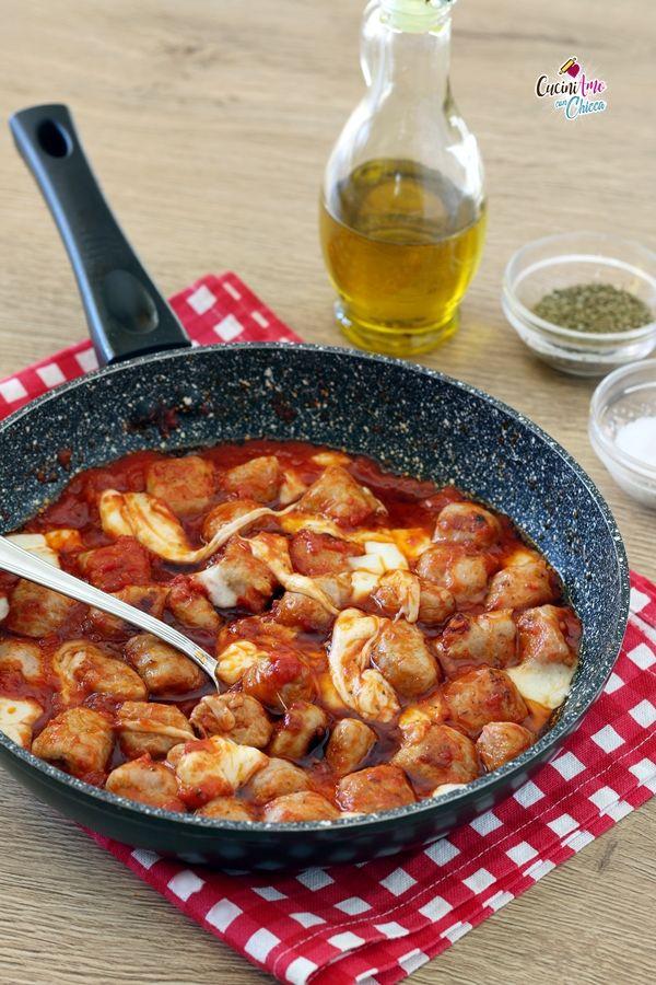 #SALSICCE AL POMODORO piatto unico, filante e gustosissimo #ricetta #food
