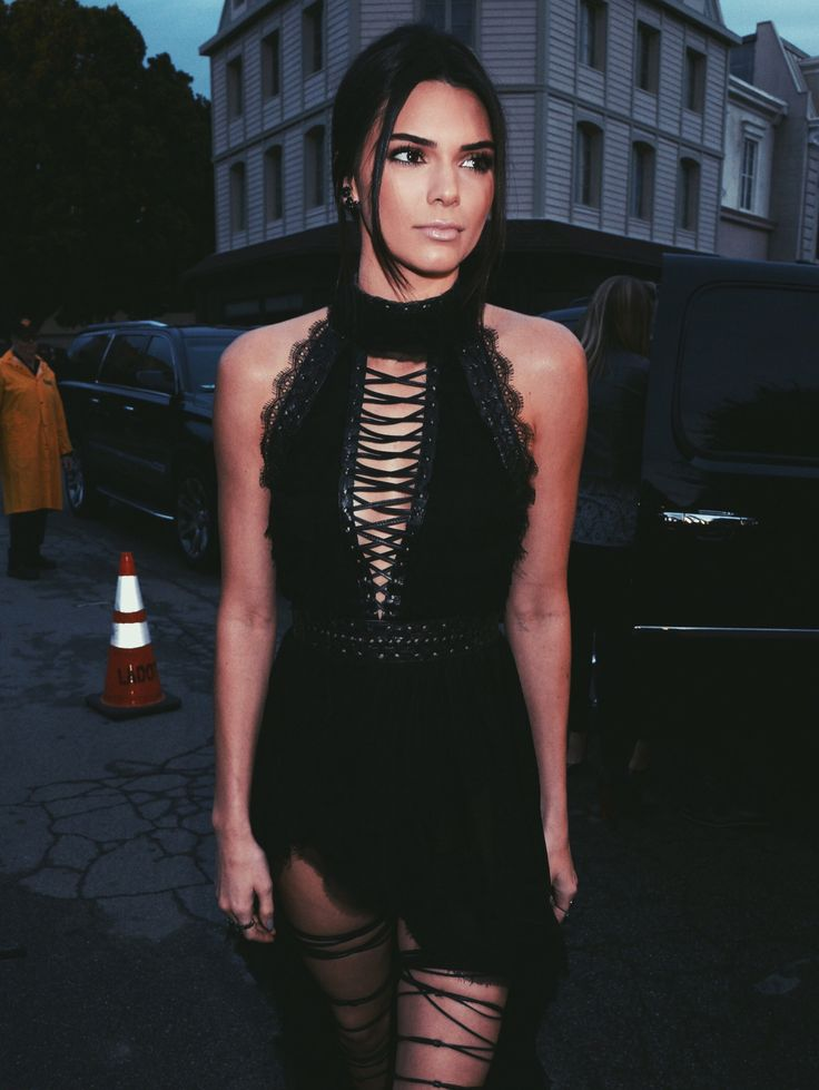 Love her black dress and her dark makeup looks soo good and amazing on her my favourite.