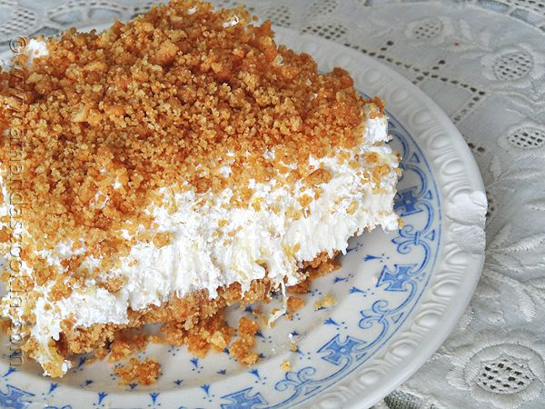 You know those desserts that seem to be at all the family gatherings? Those recipes that your grandma has been making for years? This is one of those desserts.