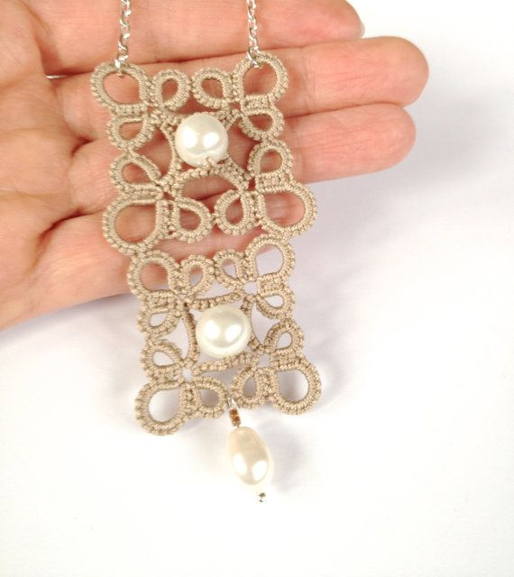 This beige tatted pendant necklace is made from high quality cotton yarn. Shuttle tatted, made in my pet and smoke free studio. Double square, decorated with pearls. Hanging on silver colored chain. Measures: 4cm x 9cm ( 1,57 in x 3,54 in )