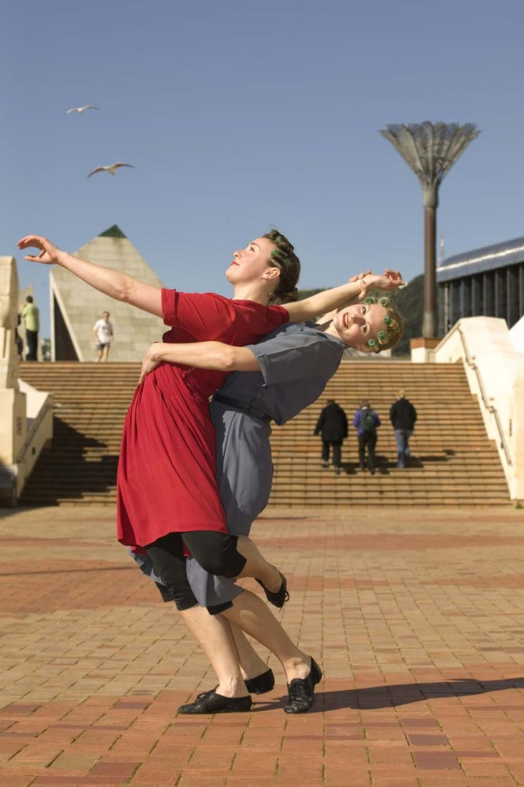 Java Dance Company. Snapshots 2006. Dancers Rosanne Christie, Yasmine Ganley