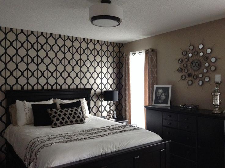 Black and gold bedroom wallpaper.