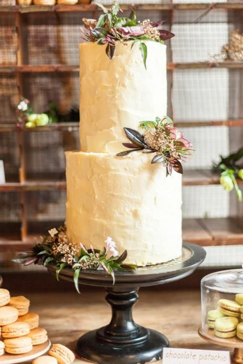 modern rustic wedding cake-I like the off white cake with the dark lacquered stand