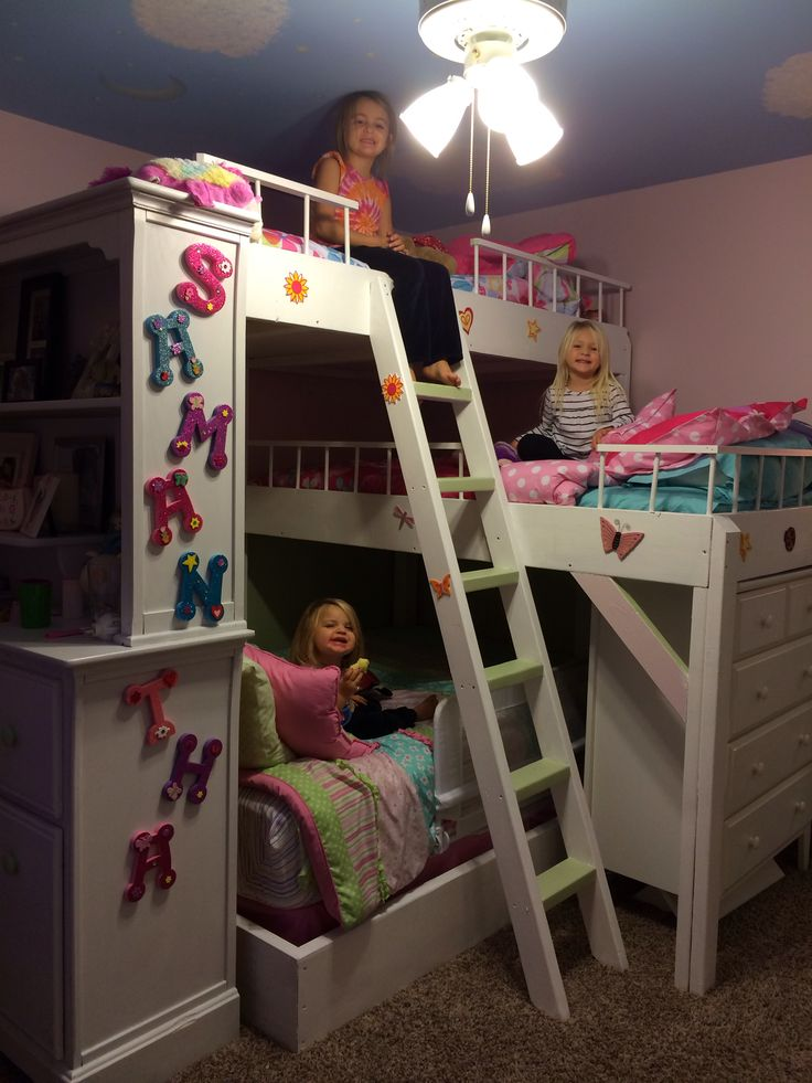 diy triple bunk bed girls room for the girls. Black Bedroom Furniture Sets. Home Design Ideas