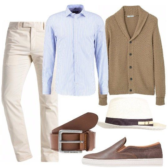 Pantalone chino color crema, camicia classica a righe verticali, cintura con fibbia in metallo, cardigan con bottoni a maniche lunghe, scarpa con suola in gomma, cappello con logo sulla fascia.