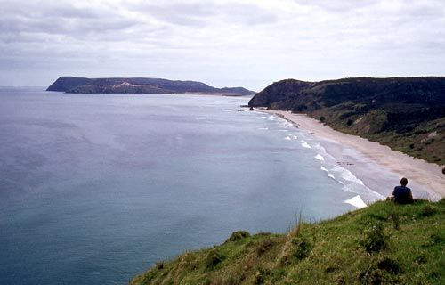 Takapaukura (Tom Bowling Bay) This is the bay near North Cape where the Kurahaupō canoe, captained by Pōhurihanga, is said to have landed.
