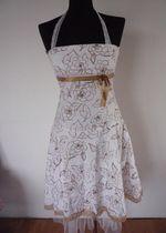 Śliczna elegancka sukienka na każdą okazję