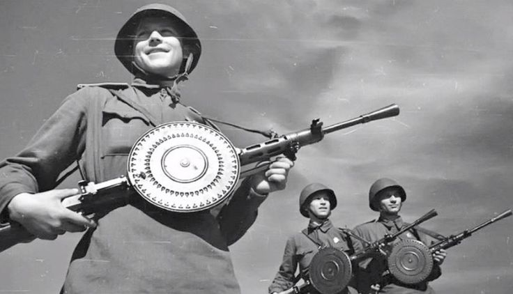 """The Degtyaryov machine gun, one of the most prolific light MGs of WWII, is here displayed by Soviet troops. Nicknamed the """"gramophone"""" by Soviet soldiers because of its pan magazine, the DP persisted well after the end of the war and was eventually withdrawn from service in the late 1960s."""