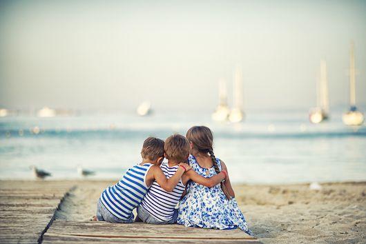 😍  De liefde tussen zus en broer is krachtiger dan ooit. Hebben jullie ook zo'n prachtige vakantiefoto's? Laat ze ons zeker zien onder de hashtag #libellebelgie ❤️  #family #love #happy #summer #mijnlibellemoment #vakantie #libellebelgie