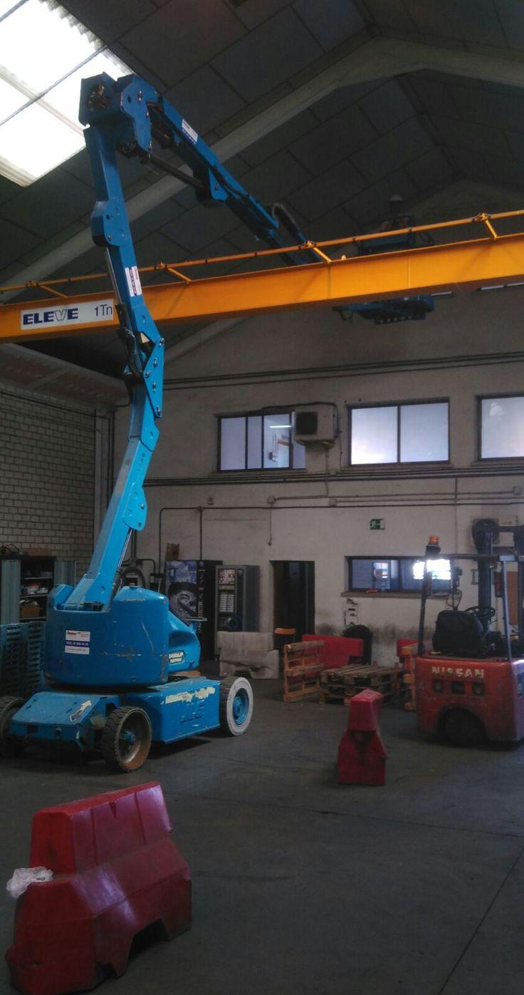 Curso de Plataformas Elevadoras para MOVIMIENTO POR LA PAZ en nuestras instalaciones de Getafe ejercicio de posicionamiento con profundidad