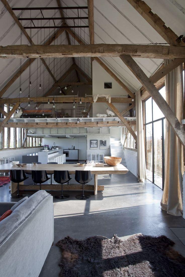 In beeld: hoe een oude schuur verbouwd werd tot een glazen vakantiehuis
