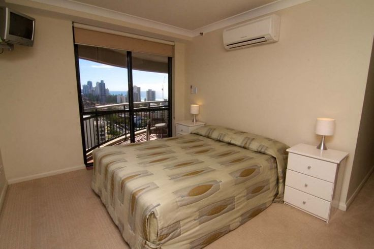 Victoria Square Apartments - Subpent House: Queen Bedroom - Gold Coast Broadbeach Apartments