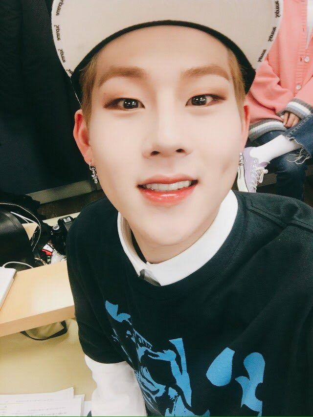 (FANCAFE) 170324 #Jooheon MX Talk Tok Our Monbebes I'm now uploading photo...