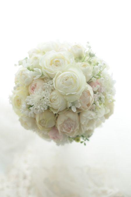 皇居前のパレスホテル様へ。冬から春へ、美しいバラとスズランやスカビオサの小花をたくさん。花の仕事は花がないとできない、としみじみとまた思わされます。雪の影...