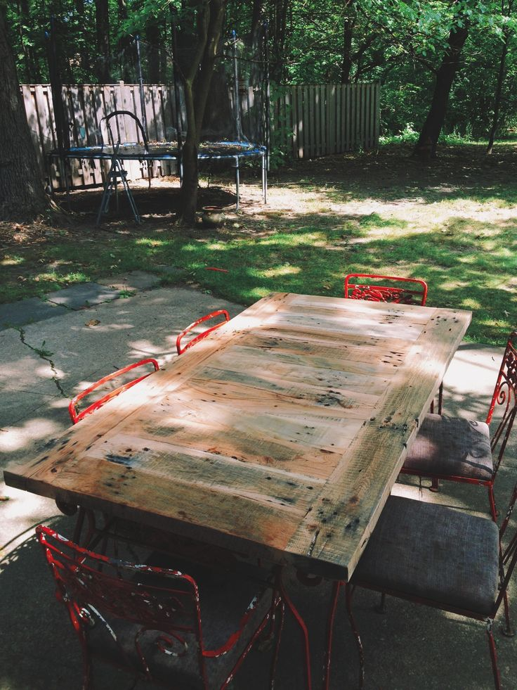 10 best images about tables on pinterest mesas bistro for Patio table made from pallets