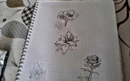 Yo hice estas flores dale un  si te gusta mi dibujo
