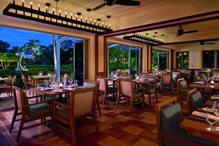 The renovation of the Ritz-Carlton Resort in Naples, Florida, was a major transformation in itself. Its refined guests can now enjoy their fine dining experience in the light of the focal pendants for the Terrazza Restaurant. In cooperation with Wilson Associates based in New York. #design #light #pendant #lighting #elegance #hotel #hospitality