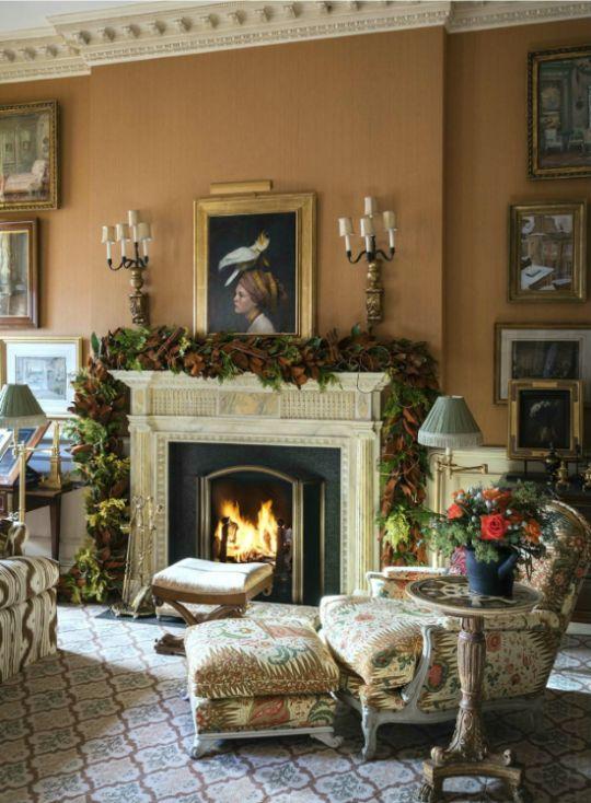 Patterned carpet, mouldings, antiques - Charlotte Moss