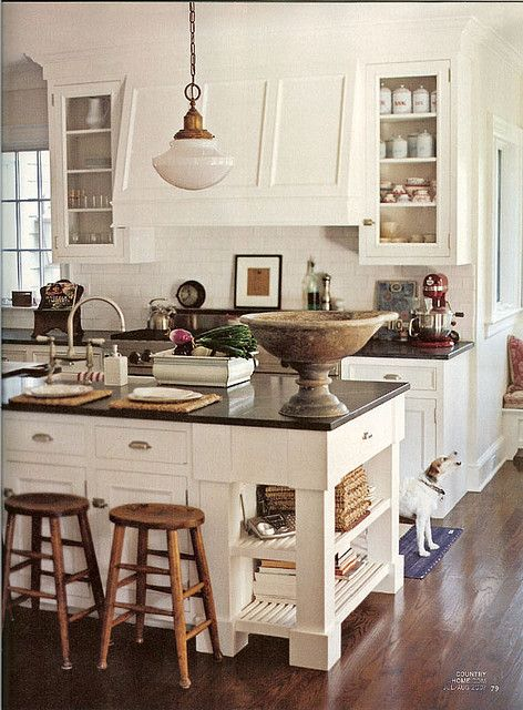Country kitchen. #neutral #white #cream #kitchen #country #chic #vintage