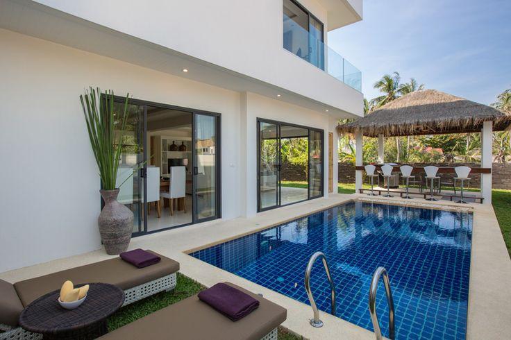 Villa Pina Collada. Частная вилла в Ban Tai с 6 спальнями Современная, стильная, просторная 6-спальневая Villa Pina Collada — отличный выбор для совместного отдыха большой шумной компании друзей! Помимо 6 огромных спален, где можно уединиться и отдохнуть от общения, на этой гостеприимной вилле имеются 3 зоны отдыха для совместного времяпровождения. #Таиланд В отдельном блоке на первом этаже с дверями от пола до потолка, открывающимися во все стороны, находится компактная гостиная...