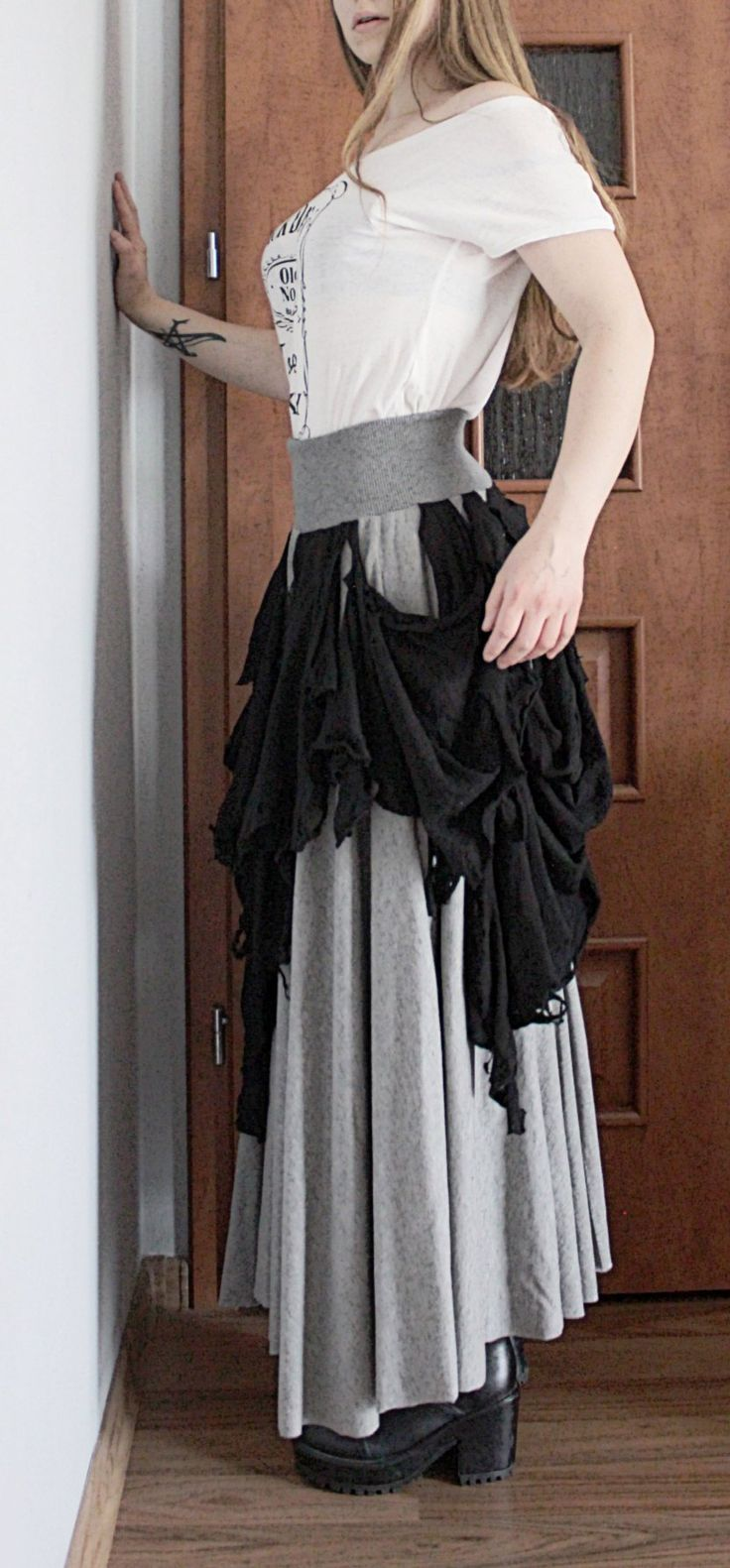 --> STRICTLY LIMITED TO A SINGLE PIECE!!! <--Long circle skirt with ripped parts.Made of ORGANIC cotton.Fully handcrafted. One of a kind; as unique as you!!!SIZE: S/MWaist: up t...
